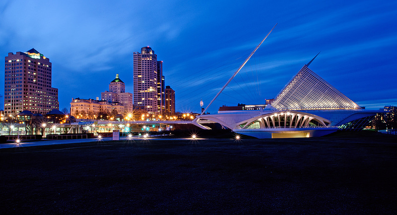 Milwaukee Art Museum exterior at night